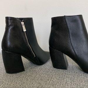 Qupid Pointed Toe Booties w/ Side Zipper in Black